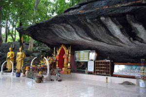Phra-Mae-Ya-Shrine-Sukhothai-Thailand-04.jpg
