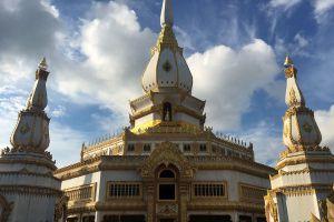 Phra-Maha-Chedi-Chai-Mongkol-Roi-Et-Thailand-03.jpg