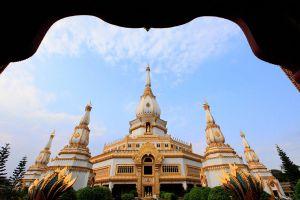 Phra-Maha-Chedi-Chai-Mongkol-Roi-Et-Thailand-04.jpg