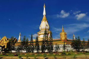 Phra-Maha-Chedi-Chai-Mongkol-Roi-Et-Thailand-06.jpg