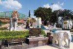 Phra-Nang-Chamathewi-Monument-Lamphun-Thailand-03.jpg