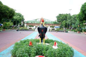 Phra-Nang-Chamathewi-Monument-Lamphun-Thailand-06.jpg