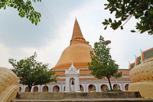 Phra-Pathom-Chedi-Nakhon-Pathom-Thailand-004.jpg