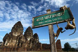 Phra-Prang-Sam-Yot-Lopburi-Thailand-003.jpg