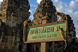 Phra-Prang-Sam-Yot-Lopburi-Thailand-005.jpg