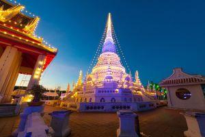 Phra-Samut-Chedi-Samut-Prakan-Thailand-01.jpg