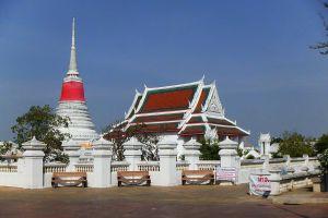 Phra-Samut-Chedi-Samut-Prakan-Thailand-04.jpg