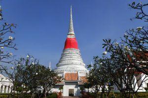 Phra-Samut-Chedi-Samut-Prakan-Thailand-06.jpg