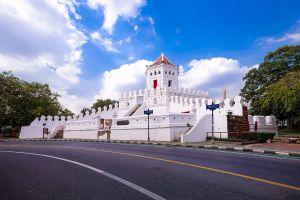 Phra-Sumen-Fort-Bangkok-Thailand-01.jpg