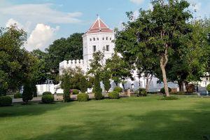 Phra-Sumen-Fort-Bangkok-Thailand-02.jpg