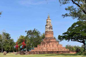 Phra-That-Ya-Khu-Kalasin-Thailand-01.jpg