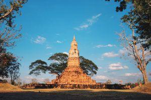 Phra-That-Ya-Khu-Kalasin-Thailand-05.jpg