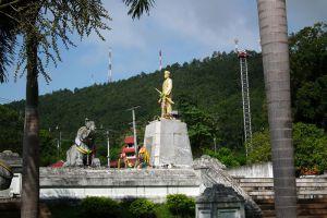 Phraya-Singhanat-Racha-Memorial-Mae-Hong-Son-Thailand-002.jpg