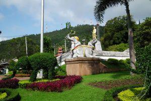 Phraya-Singhanat-Racha-Memorial-Mae-Hong-Son-Thailand-003.jpg