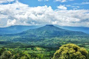 Phu-Pa-Poh-Viewpoint-Loei-Thailand-03.jpg