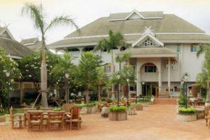 Phu-Pha-Phung-Resort-Ratchaburi-Thailand-Entrance.jpg
