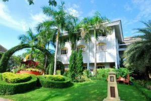 Phu-Pha-Phung-Resort-Ratchaburi-Thailand-Garden.jpg