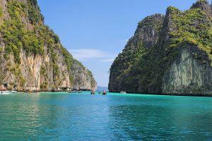 Pi-Leh-Bay-Phi-Phi-Krabi-Thailand-01.jpg