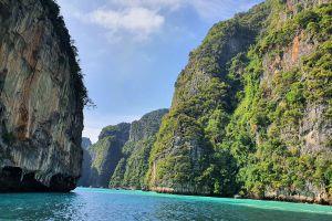 Pi-Leh-Bay-Phi-Phi-Krabi-Thailand-02.jpg