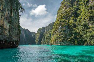 Pi-Leh-Bay-Phi-Phi-Krabi-Thailand-03.jpg
