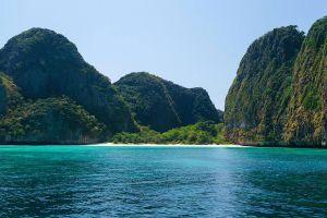 Pi-Leh-Bay-Phi-Phi-Krabi-Thailand-04.jpg
