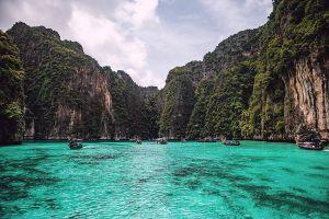 Pi-Leh-Bay-Phi-Phi-Krabi-Thailand-05.jpg