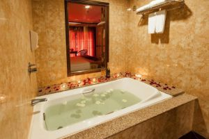 Pinnacle-Grand-Jomtien-Resort-Spa-Pattaya-Thailand-Bathroom.jpg