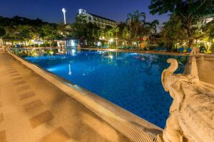 Pinnacle-Grand-Jomtien-Resort-Spa-Pattaya-Thailand-Pool.jpg