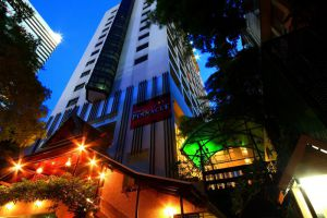 Pinnacle-Lumpinee-Hotel-Spa-Bangkok-Thailand-Entrance.jpg