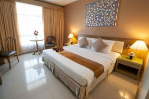 Pinnacle-Lumpinee-Hotel-Spa-Bangkok-Thailand-Room.jpg