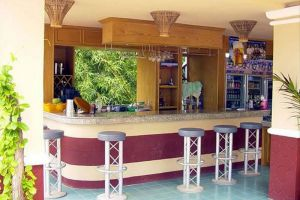 Plaloma-Cliff-Resort-Koh-Chang-Thailand-Coffee-Shop.jpg