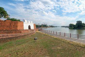 Pom-Phet-Diamond-Fortress-Ayutthaya-Thailand-02.jpg