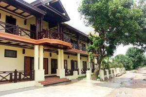Pon-Arena-Hotel-Muang-Khong-Laos-Entrance.jpg