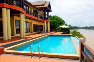 Pon-Arena-Hotel-Muang-Khong-Laos-Pool.jpg