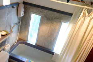 Pongsuda-Chalet-Kanchanaburi-Thailand-Bathroom.jpg