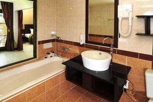 Poppa-Palace-Hotel-Phuket-Thailand-Bathroom.jpg