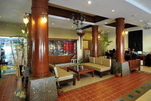 Poppa-Palace-Hotel-Phuket-Thailand-Lobby.jpg