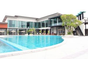 Prajaktra-Design-Hotel-Udonthani-Thailand-Pool.jpg