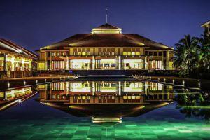 Pullman-Beach-Resort-Danang-Vietnam-Pool.jpg