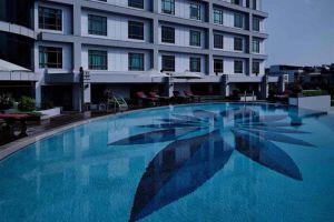 Pullman-Hotel-Hanoi-Vietnam-Pool.jpg