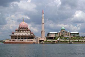 Putra-Mosque-Putrajaya-Malaysia-002.jpg