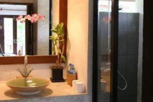 Quarter-Hotel-Mae-Hong-Son-Thailand-Bathroom.jpg