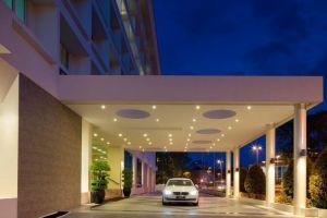 Radisson-Hotel-Bandar-Seri-Begawan-Brunei-Entrance.jpg