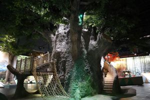 Rama-IX-Museum-Pathumthani-Thailand-05.jpg