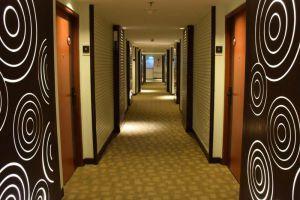 Ramada-Plaza-Menam-Riverside-Hotel-Bangkok-Thailand-Corridor.jpg