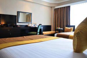 Ramada-Plaza-Menam-Riverside-Hotel-Bangkok-Thailand-Room.jpg