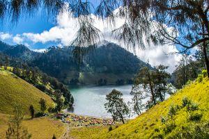 Ranu-Kumbolo-Lake-East-Java-Indonesia-002.jpg