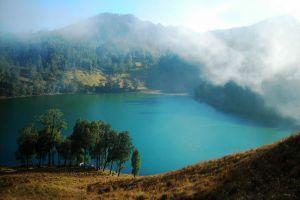 Ranu-Kumbolo-Lake-East-Java-Indonesia-003.jpg