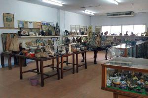 Rare-Stone-Museum-Pathumthani-Thailand-02.jpg
