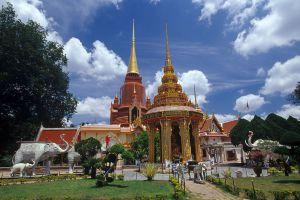 Rat-Buranaram-Temple-Wat-Chang-Hai-Pattani-Thailand-02.jpg